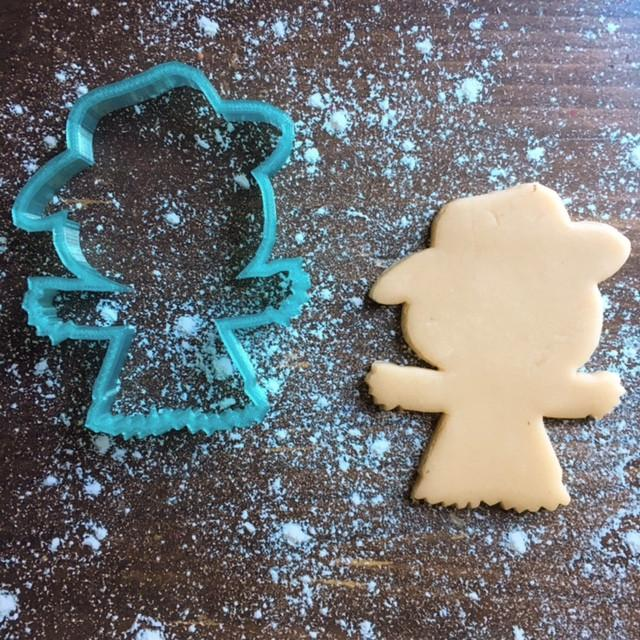 Scarecrow Cookie Cutter with Cookie