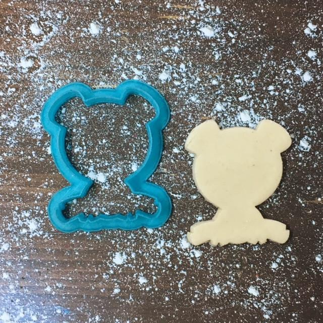 Sitting Pig Cookie Cutter with Cookie