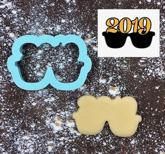 Twenty Nineteen Glasses Cookie Cutter with Cookie