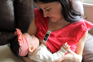 nurselet-breastfeeding-mother-new-mom-must-haves-nursing-clip
