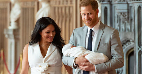 nurselet-royal-baby-archie-newborn-breastfeeding-mother-new-parents-prince-harry-meghan-markle