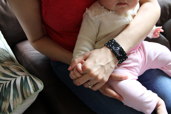 nurselet-nursing-mom-breastfed-baby-mother-baby-hand