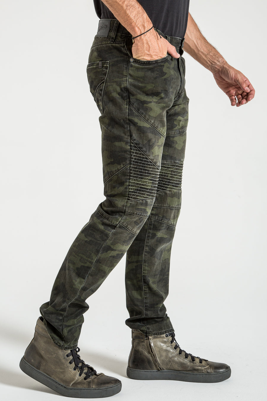 MOTO TAPER IN ARMY CAMO DENIM