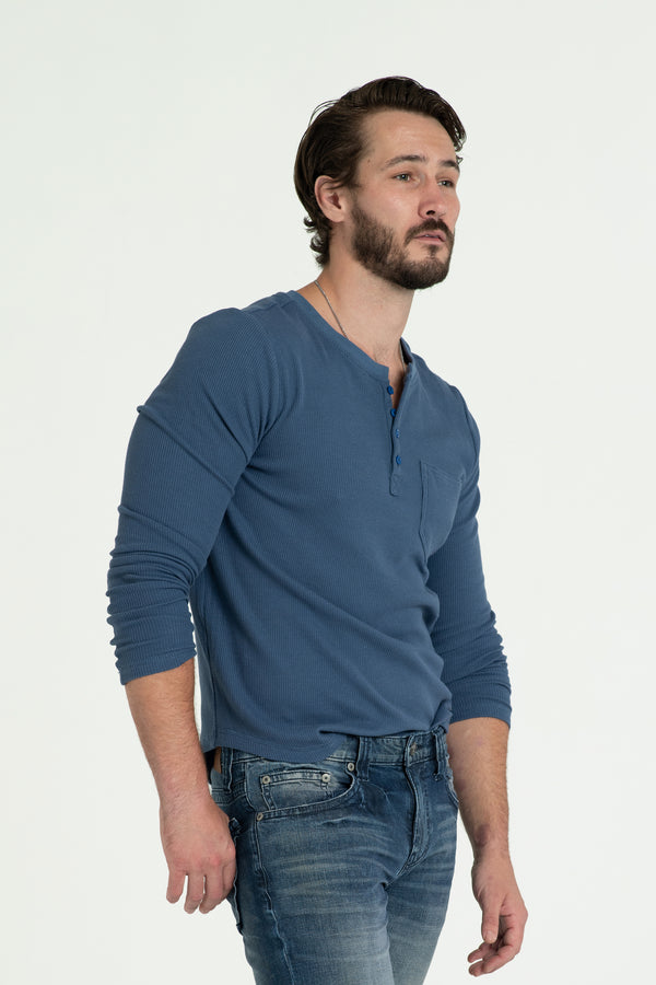 KNITTED HENLEY T-SHIRT IN BLUE