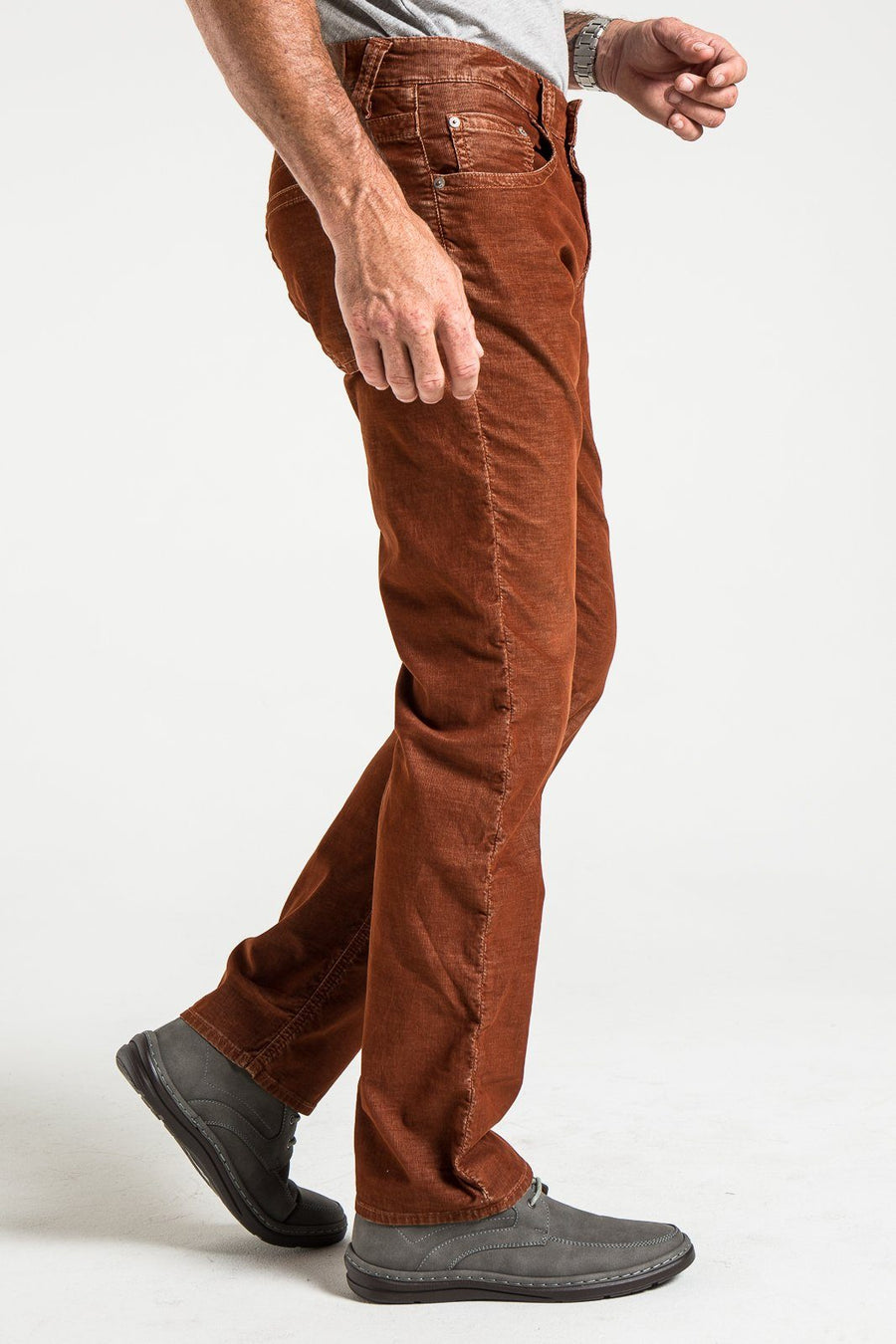 TEXAS STRAIGHT IN RUST CORDUROY