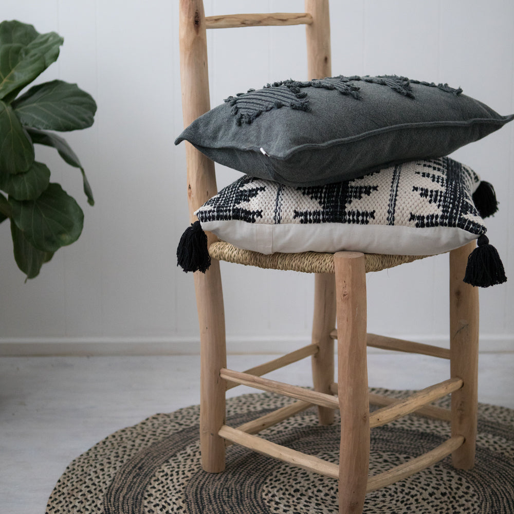 MAITRA CUSHION 50X50CM NATURAL / BLACK