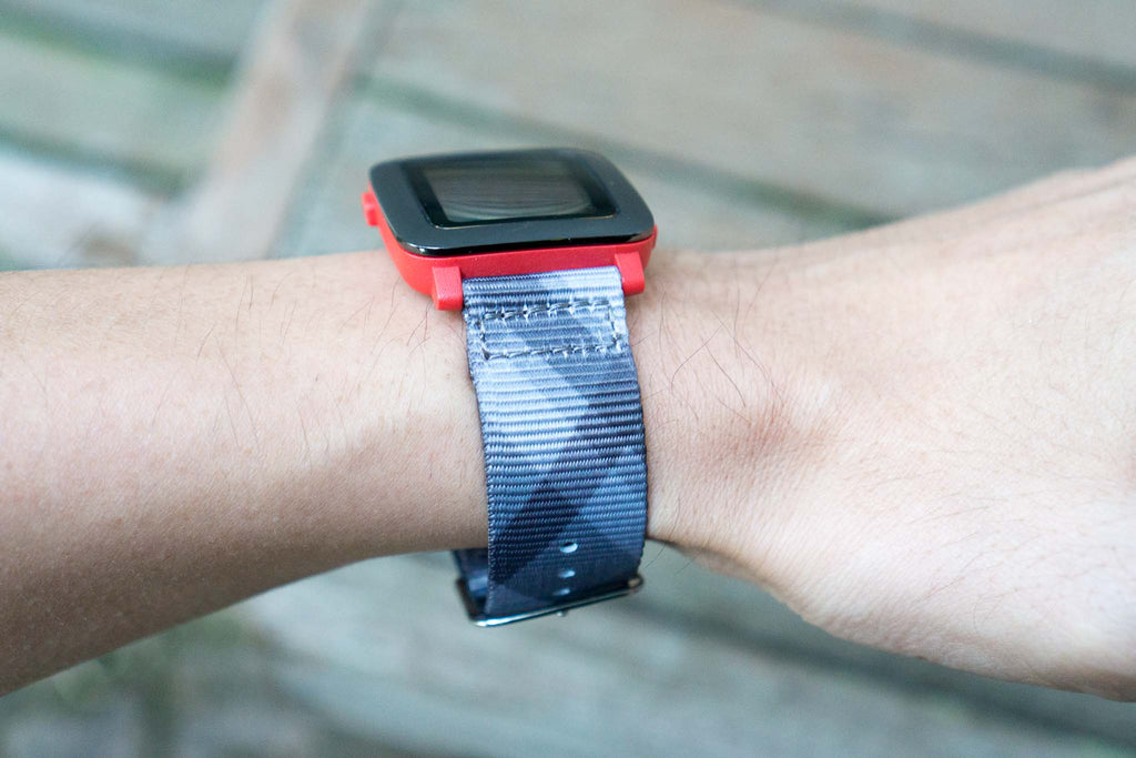 pebble time on vario mono plaid nato strap