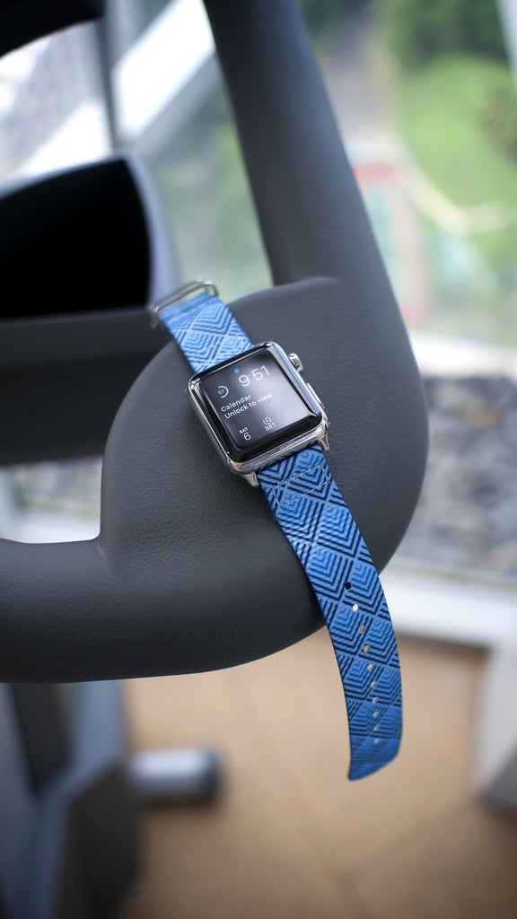 apple watch vario sky pyramid nato strap in gym
