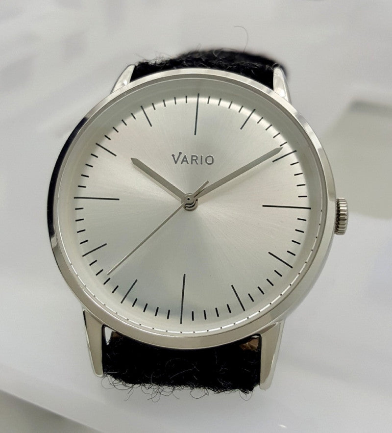 Vario Eclipse pays homage to the Bauhaus watches. Less is More.