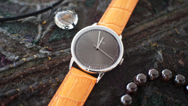 eclipse grey dial with zrc alligator grain watch strap