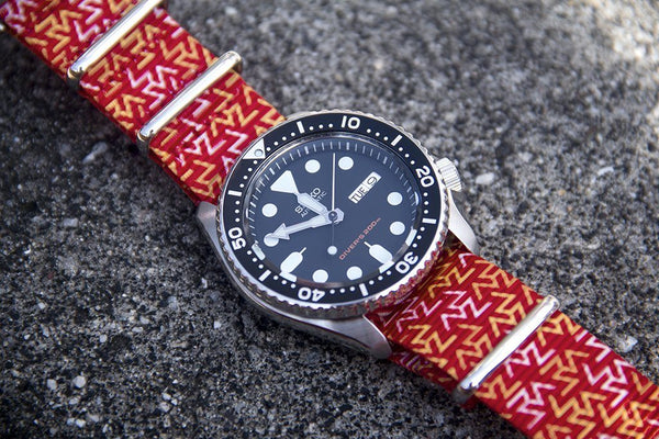 seiko skx007 dive watch on vario orange tangy nato strap
