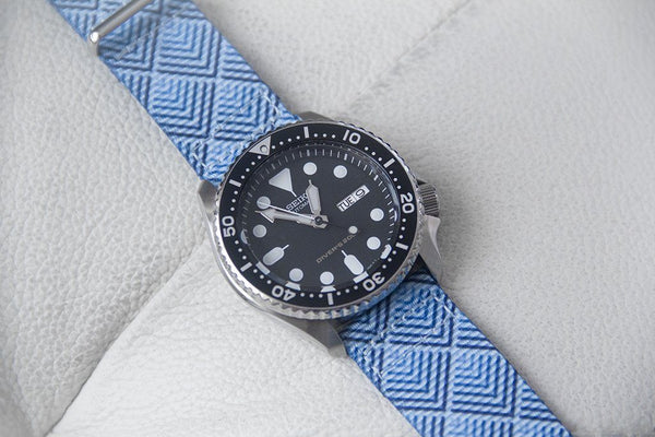 seiko skx007 dive watch on vario sky pyramid nato strap