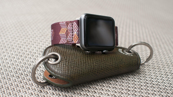 reloj apple con correa vario escher crate graphic nato g10
