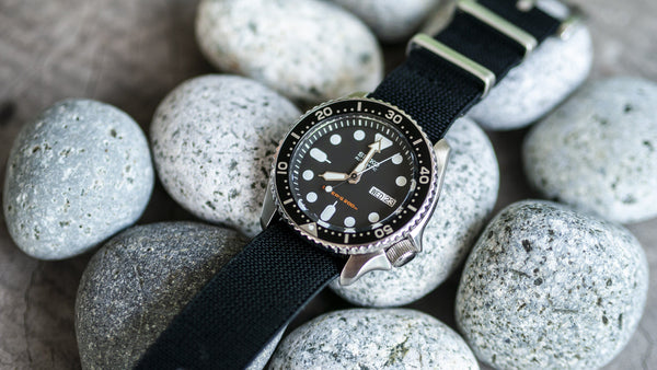 vario elastic nylon nato strap black on seiko skx dive watch