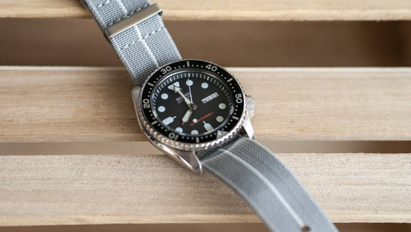 vario elastic nylon nato strap white on seiko skx dive watch grey