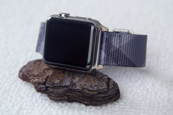 iwatch with vario mono plaid g10 nato strap