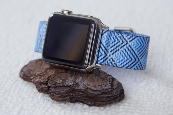 iwatch met Vario Sky Pyramid NATO-band