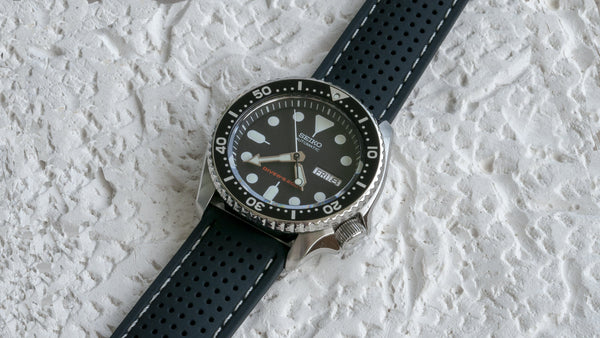 seiko skx007 watch with vario perforated silicone watch strap