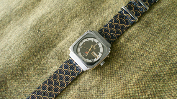 vario graphic nato golden serpent gold black ricoh vintage watch