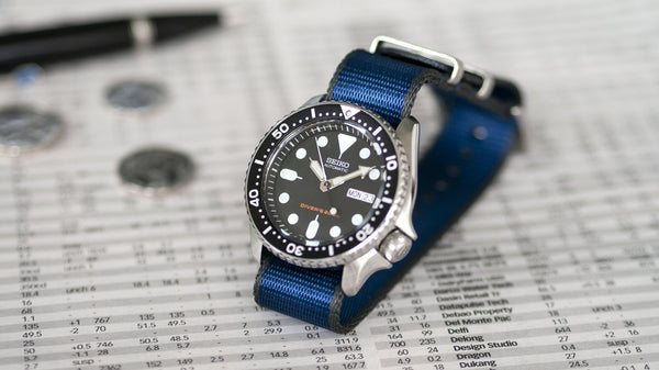 seiko skx 007 with vario seat belt single pass nato watch strap grey and blue