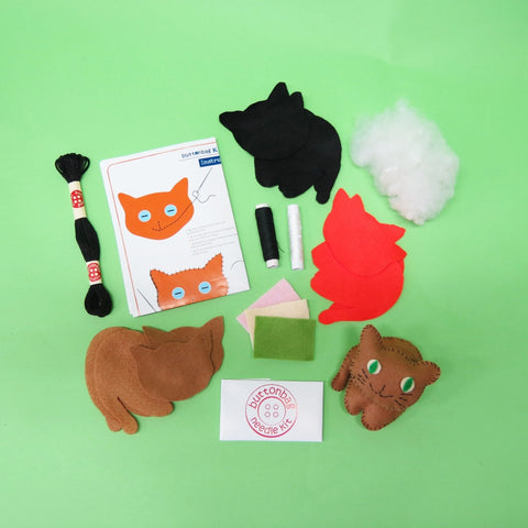 Kitten Crew Sewing Kit - Buttonbag, contents
