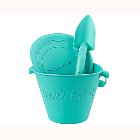 Scrunch Spade - Duck Egg Green, with bucket and frisbee