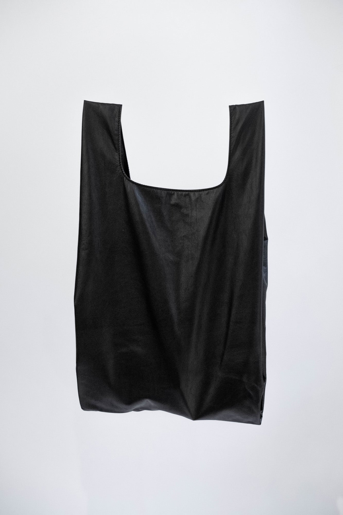 NOT SO PLASTIC BAG - Medium Black Plonge Leather Tote
