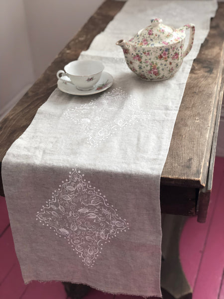 Table runner with white holy tangle design
