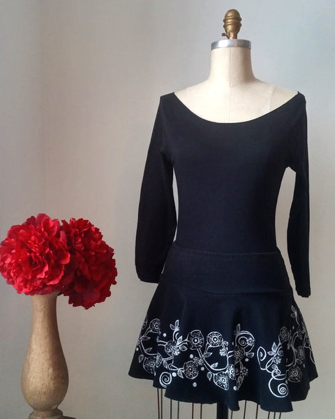 Mini skirt/flower vine