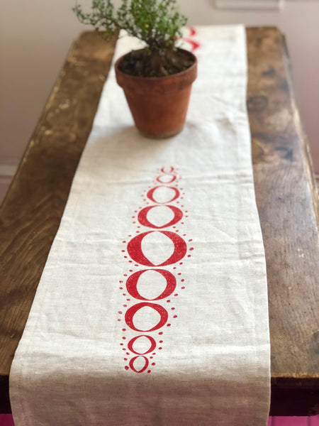 Linen table runner w/ red spangle design