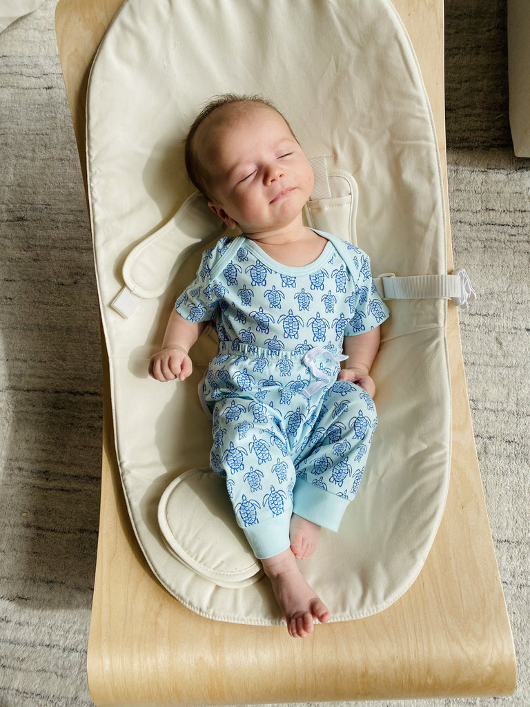 "Blue Sea Turtle Short Sleeve Onesie - Pineapple Sunshineâ""¢"
