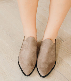 Leave It Shoe-Taupe