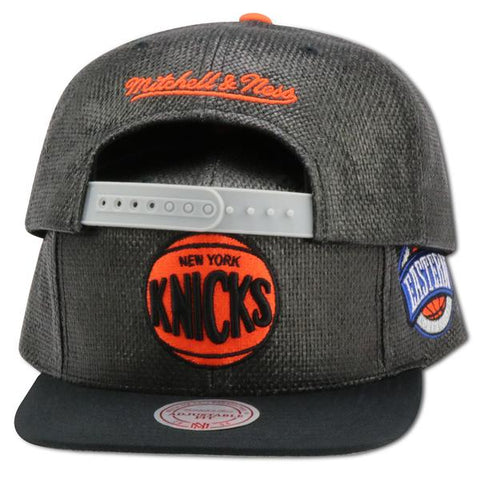 KNICKS MITCHELL & NESS  4UCAPS EXCLUSIVE BLACK STRAW SNAPBACK
