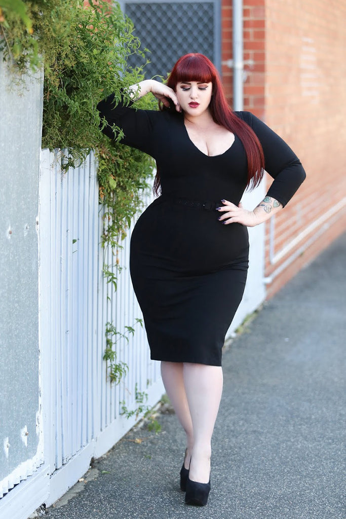 Curves to Kill in the Starlet Dress