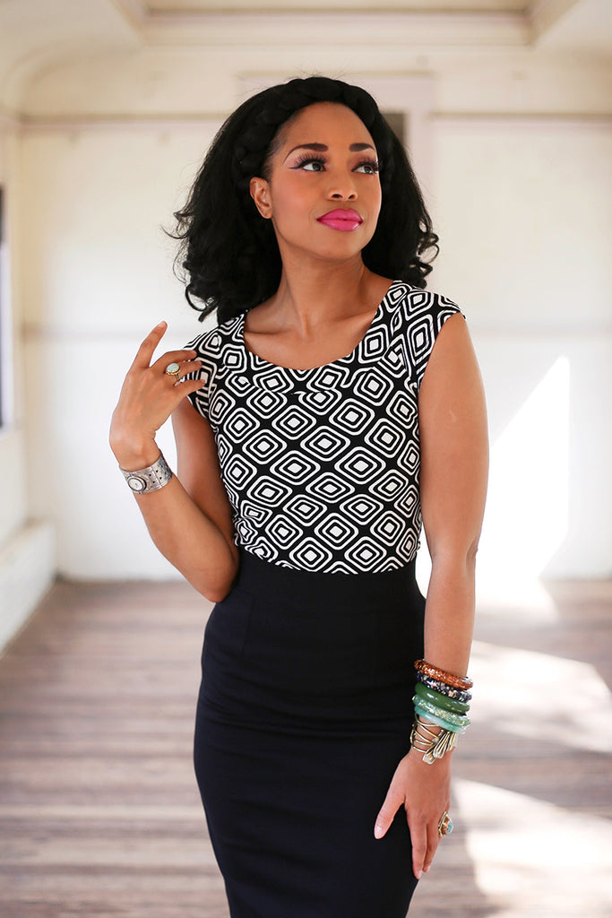 4021 Boat Neck Top in Black and White Geometric Print