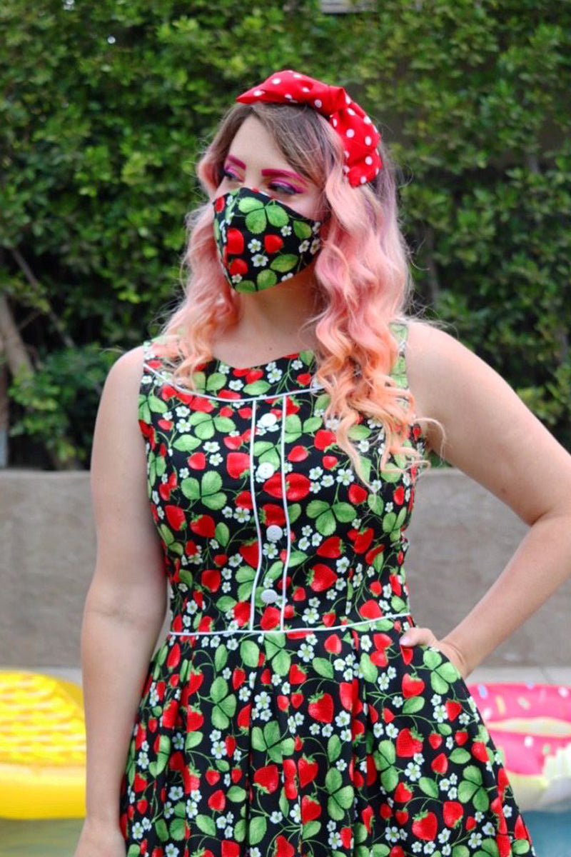 4427 Strawberry Fields/Red Gingham Reversible Mask