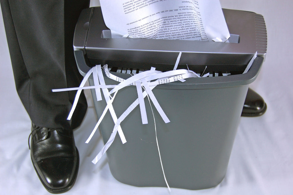 A Simple Guide to How Long to Keep Documents Before Shredding Them