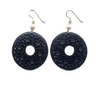 Ebony Disc Moghal Pearl Earrings