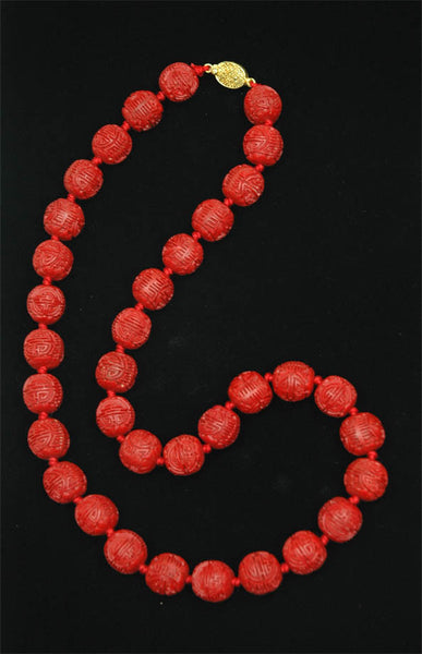 Red Lacquer Round Necklace