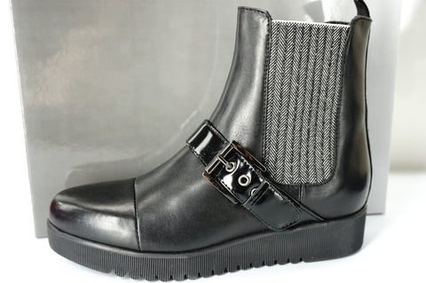 Aquatalia by Marvin K Black Leather Chelsea Stretch Ankle Boots SZ 6.5 $475 NIB
