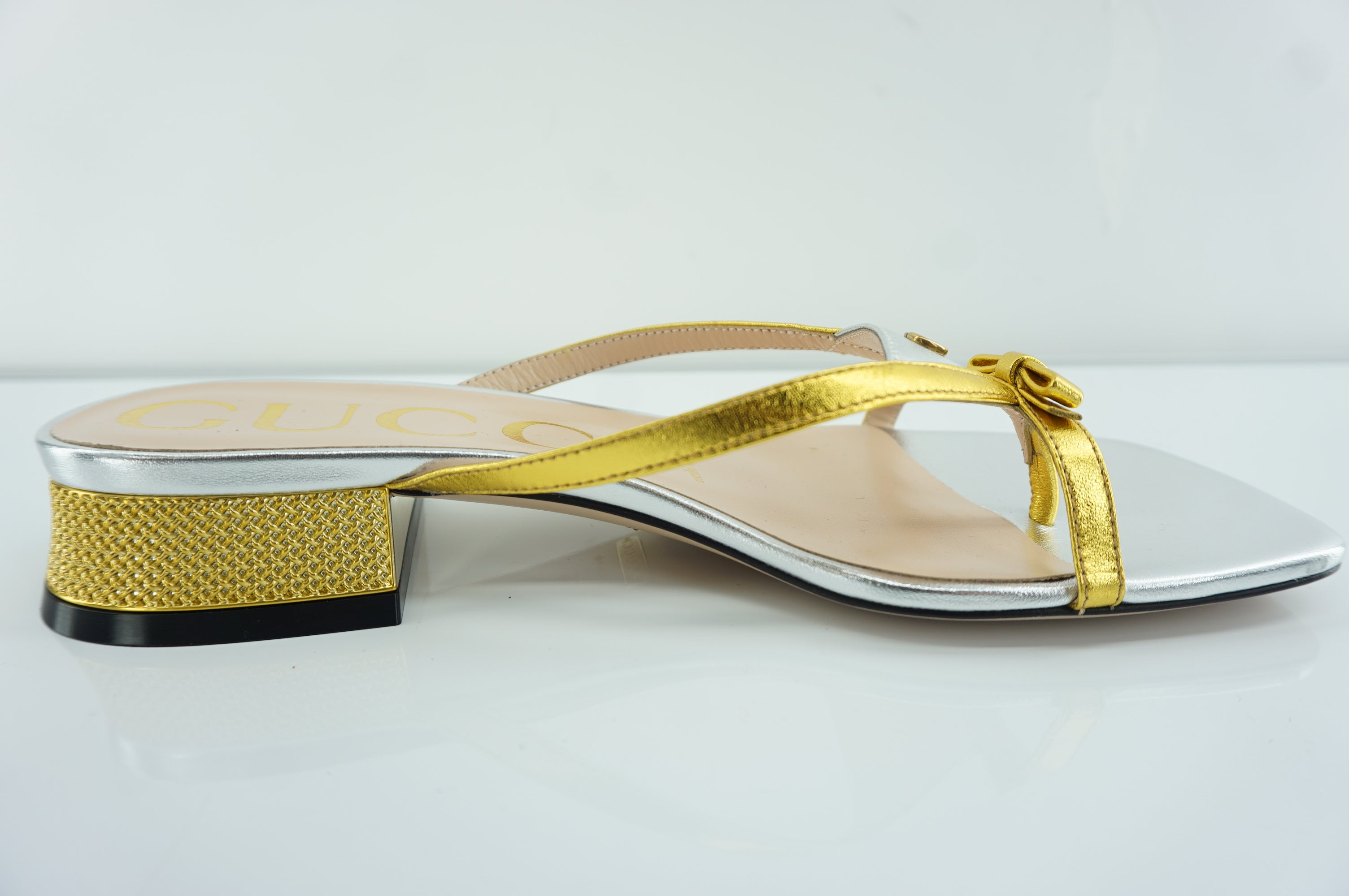 Gucci Alison Bow Gold Silver Strappy Metallic Sandals Size 35 NIB $750 Logo