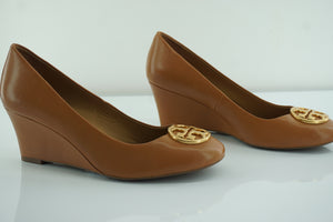 Tory Burch Chelsea Logo Wedge Pumps SZ 7 Royal Tan Leather Gold