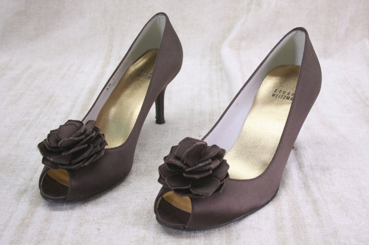Stuart Weitzman Brown Satin 'Hojas' bow Peep Toe Pumps size 6 NIB $355