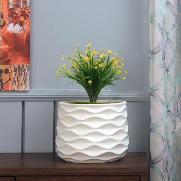 White wave planter