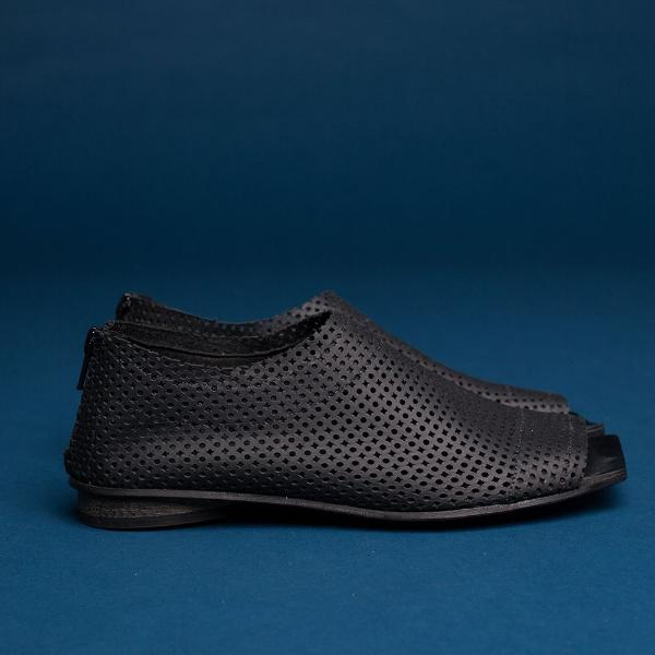 Flat perforated summer shoes in Black. 4821P