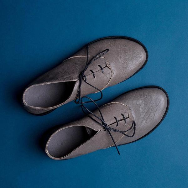 Gray oxford shoes. 1021
