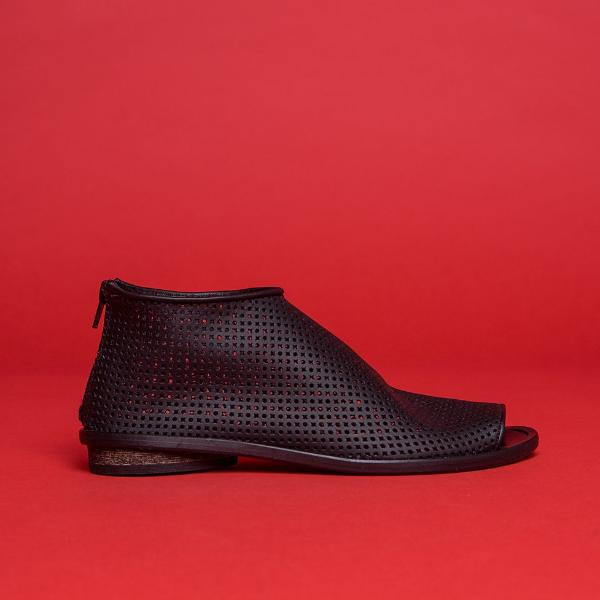 Perforated High top pip toe shoes , Black. 2051