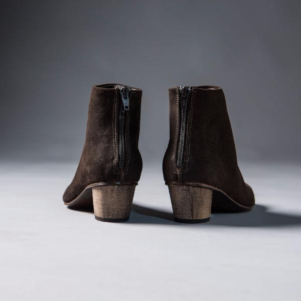 Brown classical bootie. 504