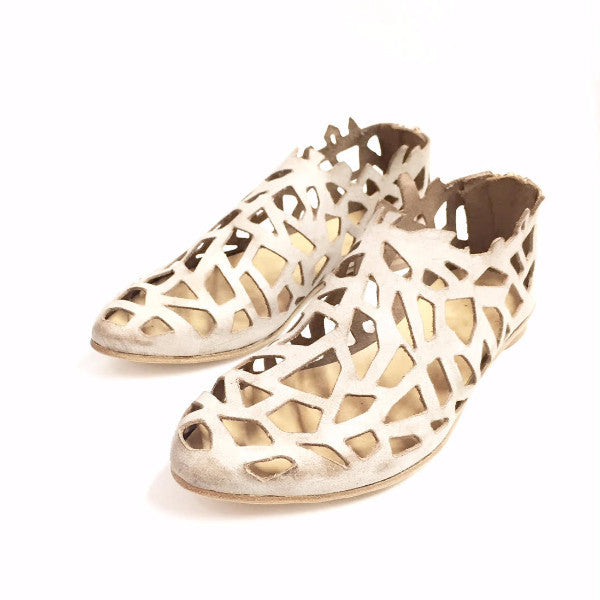 Closed cut out sandals in Beige. 452