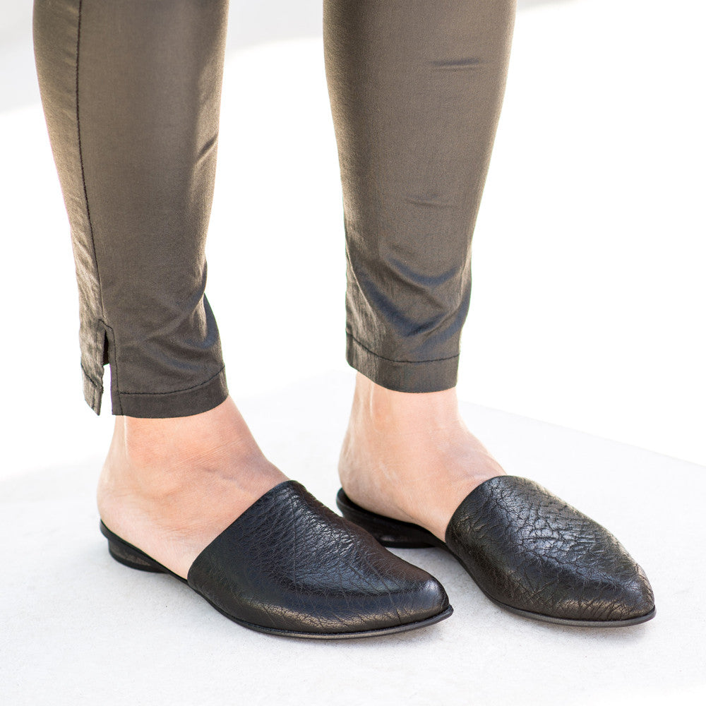 Slip on mules in Black